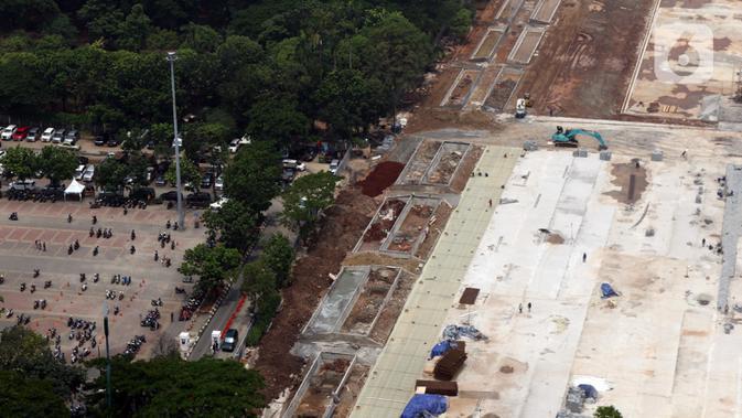 Suasana proyek revitalisasi Taman Sisi Selatan Monumen Nasional dilihat dari ketinggian, Jakarta, Minggu (19/1/2020). Proses revitalisasi kawasan Monas menggunakan skema multi-years dalam waktu tiga tahun dari 2019 hingga 2021. (/Helmi Fithriansyah)