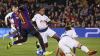 Aksi Ousmane Dembele ketika memperdaya pemain bertahan Tottenham Hotspur. (AFP/Josep Lago)