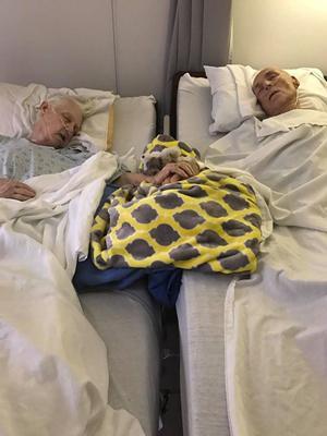 Kedua orang tua Donetta Nichols saat di rumah sakit. | Foto: copyright facebook.com/lovewhatreallymatters