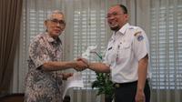 Wakil Presiden (Wapres) Republik Indonesia ke-6, Try Sutrisno mengapresiasi dan menyambut baik kebijakan Pemprov DKI Jakarta yang membebaskan pembayaran Pajak Bumi dan Bangunan Perdesaan dan Perkotaan (PBB-P2).