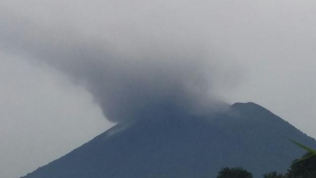 Gunung Agung Meletus Warga Diminta Tetap Tenang News Liputan6 Com