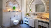 Jangan sampai tampilan kamar mandi jadi kurang keren akibat salah pilih kloset duduk.