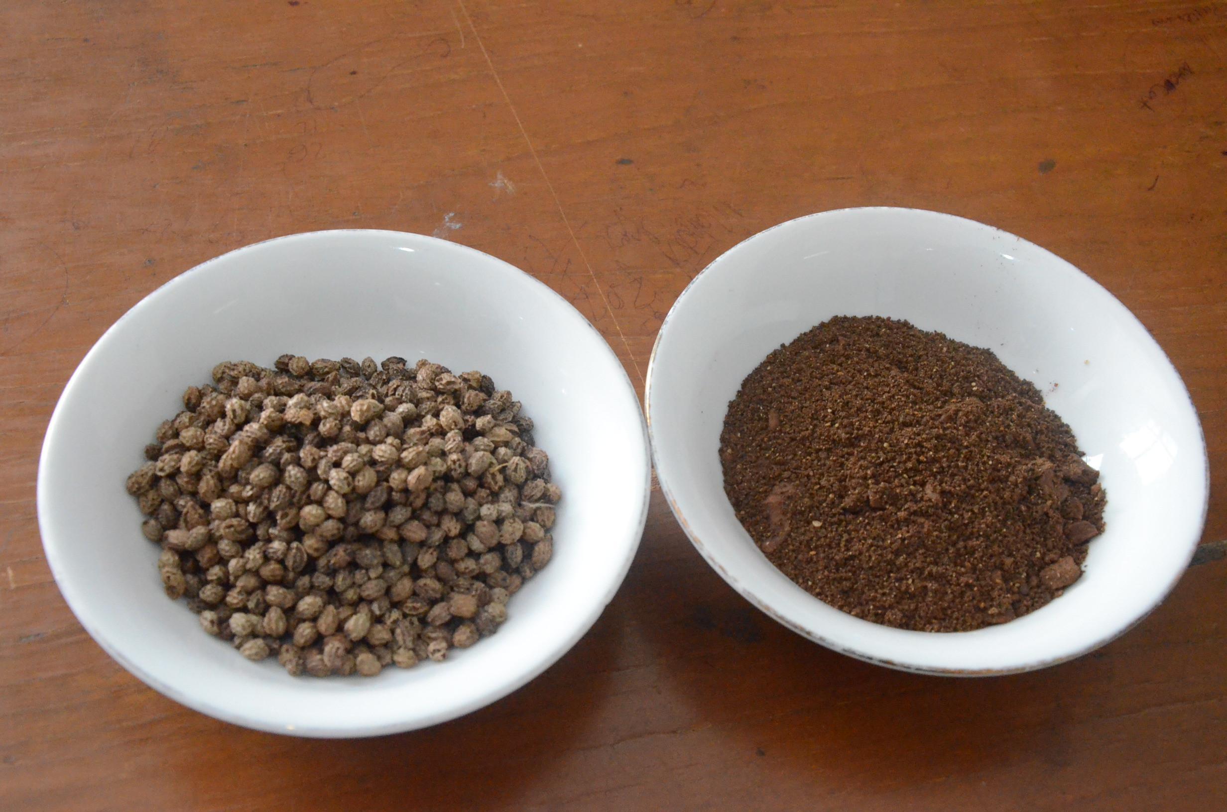 Biji pepaya yang sering dianggap limbah justru disulap oleh sejumlah mahasiswa menjadi kopi bebas kafein. (Liputan6.com/Switzy Sabandar).