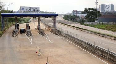Pemandangan Gerbang Tol Margonda 2 yang sedang dalam pembangunan di kawasan Depok, Jawa Barat, Kamis (6/9). Gerbang Tol Margonda 2 masuk dalam proyek Tol Cijago Seksi II. (Liputan6.com/Immanuel Antonius)