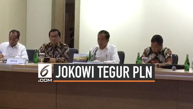 Presiden Joko Widodo mendatangi kantor Pusat PLN di Jakarta Senin (5/8) pagi. Jokowi menegur dan meminta penjelasan direksi PLN terkait padamnya listrik di sebagian besar pulau Jawa.