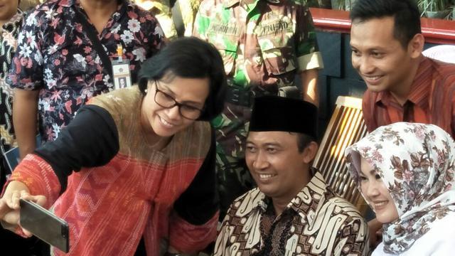 Bertemu Kades Ponggok Klaten Sri Mulyani Ngajak Swafoto Bisnis