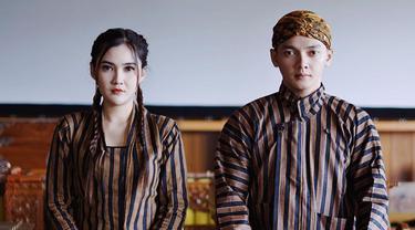 FOTO: Gaya Nella Kharisma dan Dory Harsa Pakai Baju Tradisional Jawa, Kompak