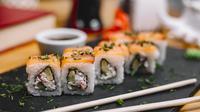 Ilustrasi Sushi Credit: freepik.com