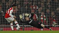 Gelandang Arsenal Reiss Nelson merobek gawang Leeds United pada laga Piala FA di Emirates Stadium, Senin (6/1/2019) atau Selasa dini hari WIB. (AFP/Adrian Dennis)