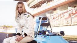 Carmen Jorda bergabung dengan Lotus sebagai pebalap pengembang pada 2015. Pebalap asal Spanyol itu tetap dipertahankan sebagai pebalap pengembang saat Lotus diakuisisi Renault pada 2016. (Bola.com/Instagram Carmen)