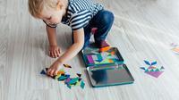 Ilustrasi anak bermain di lantai (iStockphoto)