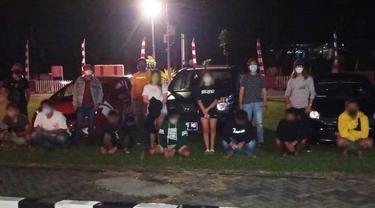 Sepuluh pelaku beserta 3 unit mobil yang tertangkap kemudian diamankan di Mapolres Minahasa Utara untuk diproses lebih lanjut.