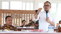 Menteri Ketenagakerjaan M. Hanif Dhakiri meninjau Balai Besar Pengembangan Latihan Kerja (BBPLK) Medan yang terletak di Jalan Gatot Subroto KM 7,8 kota Medan, Sumatera Utara, Jumat (15/3/2019).