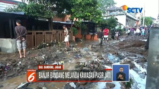 Banjir bandang di Kabupaten Bandung, Jawa Barat, mengakibatkan rumah rusak dan tiga warga tewas.