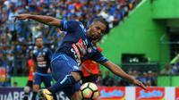 Debut Thiago Furtuoso di Arema dinilai lumayan. (Bola.com/Iwan Setiawan)