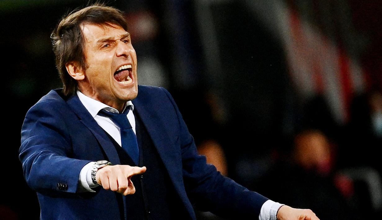 Antonio Conte - Reputasi pria Italia ini sebagai pelatih bermental juara sudah tidak perlu diragukan lagi. Tangan dinginnya sukses membawa Juventus, Chelsea hingga Inter Milan menjadi kampiun di liganya masing-masing. (AFP/Vincenzo Pinto)