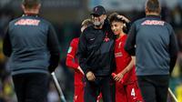 Kaide Gordon dapat apresiasi dari Manajer Liverpool, Jurgen Klopp usai tim kalahkan Norwich di Carabao Cup. (ADRIAN DENNIS / AFP)