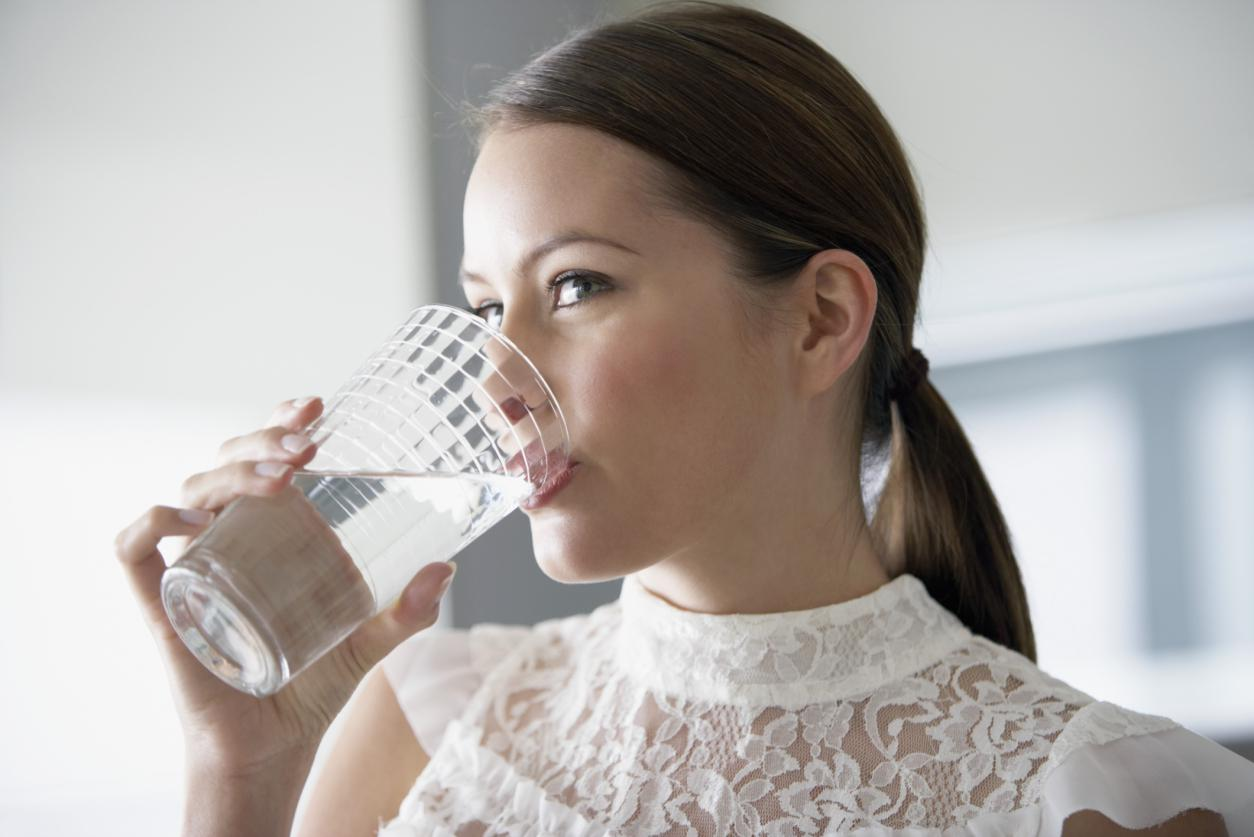 Minum Air Putih : scstylecaster.files.wordpress.com