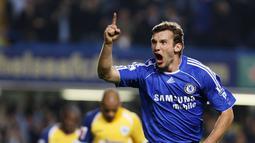 Bersama Chelsea, Sheva mengemas 9 gol dari 48 kali bermain. Tiga tahun di Chelsea, Shevchenko kembali ke AC Milan dengan status pemain pinjaman. (AFP/Adrian Dennis)