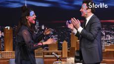 Priyanka Chopra tampil sebagai tamu dalam program milim Fallon, dan mereka saling menempelkan warna merayakan Holi.