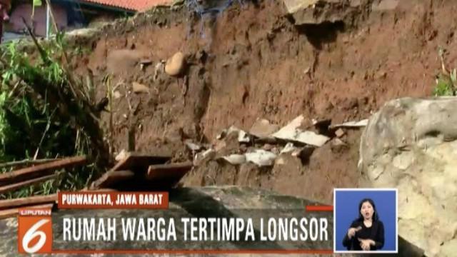 Selain akses menuju sekolah, jalan menuju pasar juga tertutup material longsor.