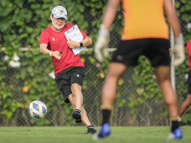 Keputusan Shin Tae-young untuk memanggil keempat penyerang Timnas Indonesia yang dibawa menuju kualifikasi Piala Asia 2023 cukup mengejutkan. Pasalnya, keempat pemain tersebut tercatat masih tampil loyo di klubnya saat BRI Liga 1 musim 2021/2022. (Bola.com/Bagaskara Lazuardi)