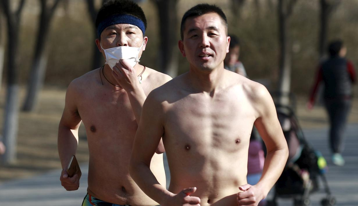 Warga Cina Ikuti Lomba Lari Tanpa Busana di Olympic Forest