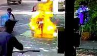 Motor terbakar saat disemprot disinfektan (Cartoq/facebook)
