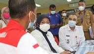 Menaker Ida Fauziyah meninjau Posko  THR di Kabupaten Tangerang (dok: Kemnaker)