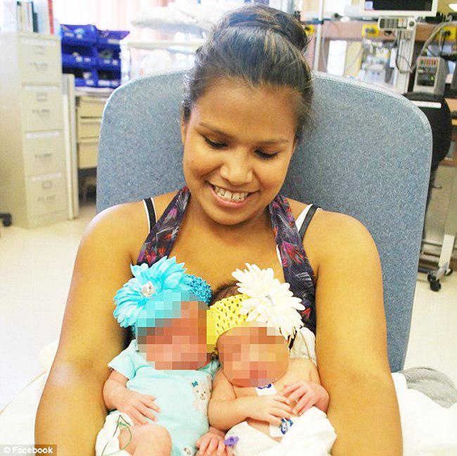 Christina dan bayi kembarnya   foto: copyright dailymail.co.uk