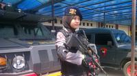 Bripda Adri Chroin Ade Oktami, sniper cantik dari Brimob Yogyakarta. (Liputan6.com/Fathi Mahmud)