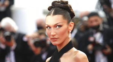 Bella Hadid di Festival Film Cannes 2021. (Vianney Le Caer/Invision/AP)