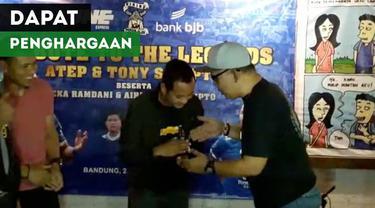 Berita video 4 mantan pemain Persib Bandung mendapat penghargaan dari Viking Persib Club (VPC) pada Kamis (24/1/2019).