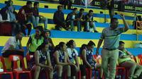 Pelatih Tanago Frisian Jakarta, Abrizalt Hasiholan, tak ingin membentuk tim dengan mental lembek meski menangani klub basket putri.(Bola.com/Andhika Putra)