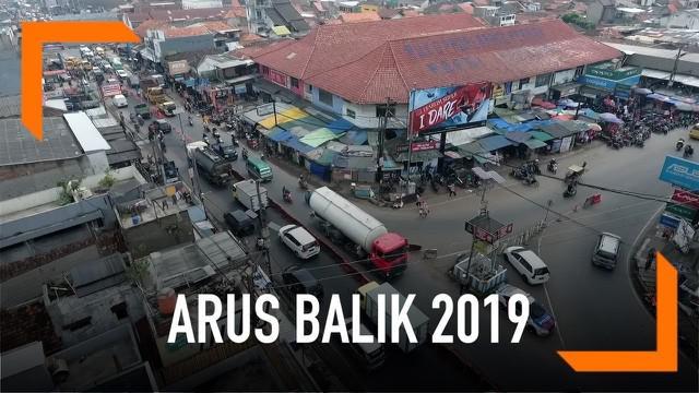 H+5 Idul Fitri 2019 suasana arteri Padalarang masih terlihat padat, ribuan kendaraan melintas ke arah Jakarta.