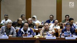 Dirjen Minerba Kementerian ESDM Bambang Gatot Ariyono (kiri) saat mengikuti rapat dengar pendapat dengan Panja Limbah dan Lingkungan Komisi VII di Nusantara I, Kompleks Parlemen MPR/DPR-DPD, Jakarta, Rabu (6/3). (Liputan6.com/Johan Tallo)