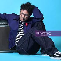 Kunto Aji saat pemotretan edisi Sounds of Bintang. (Foto: Adrian Putra, Wardrobe: @earlyadopter, DI: Nurman Abdul Hakim/Bintang.com)