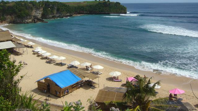 Breaking News: Pantai Balangan Bali Terbakar