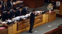 Menteri Hukum dan HAM Yasonna Laolly setelah menyerahkan pandangan akhir pemerintah soal RUU MD3 kepada Ketua DPR Bambang Soesatyo di gedung Parlemen, Senayan, Jakarta, Senin (12/2). (Liputan6.com/Johan Tallo)