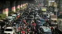 Penutupan ini akibat pemasangan tiang pancang proyek Tol Becakayu atau Tol Bekasi Cakung Kampung Melayu.