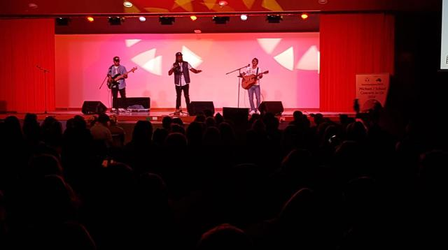 Mahasiswa di Australia begitu antusias mengikuti semua lagu-lagu yang dibawakan oleh Michael J dalan konser yang bertajuk 'Michael J School Concerts in OZ 2018' (KBRI Australia)