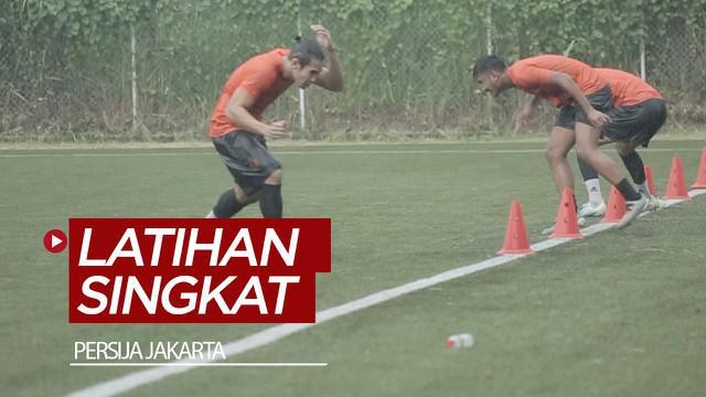 Berita video latihan tim Persija Jakarta harus berlangsung singkat karena petir di Sawangan, Kamis (16/1/2020).