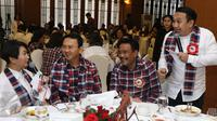 Dalam acara penggalangan dana untuk Ahok-Djarot dilelang harga tempat duduk bersama Ahok sebesar Rp.5 Juta sedangkan bersama Djarot Rp.2,5 Juta, Jakarta, Minggu (27/11). (Liputan6.com/Herman Zakharia)