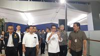 Menteri Pariwisata dan Ekonomi Kreatif (Menparekraf) , Wishnutama saat melakukan kunjungan kerja ke Bandara Internasional Soekarno-Hatta (Soetta), Kota Tangerang, Kamis malam (16/1/2020). Liputan6.com/Pramita