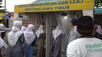 Sejumlah santri TMaI Pondok Pesantren Al-Amien Prenduan menjalani serangkaian pemeriksaan saat tiba di Terminal Bangkalan.