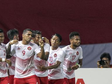 Striker Indonesia, Alberto Goncalves, melakukan selebrasi usai mencetak gol ke gawang Laos pada laga Asian Games di Stadion Patriot, Jawa Barat, Jumat (17/8/2018). (Bola.com/Peksi Cahyo)