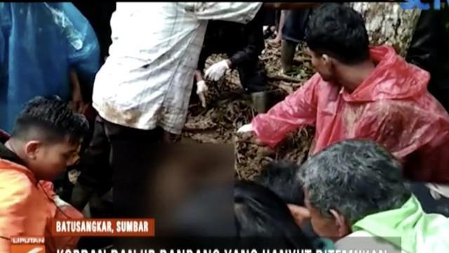 Hingga saat ini 12 korban banjir bandang masih di rawat di puskesmas Lintau Buo.