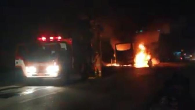Bus Budiman terbakar di Kebumen, Jawa Tengah. (Foto: Liputan6.com/Istimewa/Muhamad Ridlo)