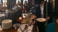 para pelaku usaha kuliner Indonesia di Los Angeles dan sekitarnya berkumpul di Wisma Indonesia, untuk promosi kuliner Indonesia (KJRI Los Angeles)