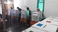 Pemungutan suara Pemilu 2019 di TPS 2 Cingebul, Lumbir, Banyumas. (Foto: Liputan6.com/Muhamad Ridlo)